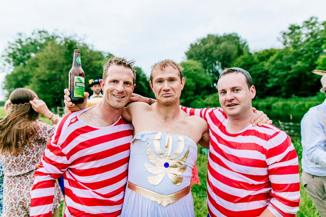 fun-quirky-kent-wedding-photographer-kent-glastonbury-wedding-els-photography-046