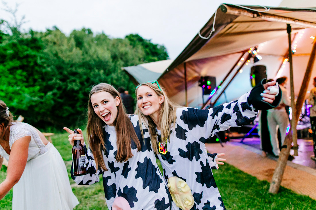 fun-quirky-kent-wedding-photographer-kent-glastonbury-wedding-els-photography-047