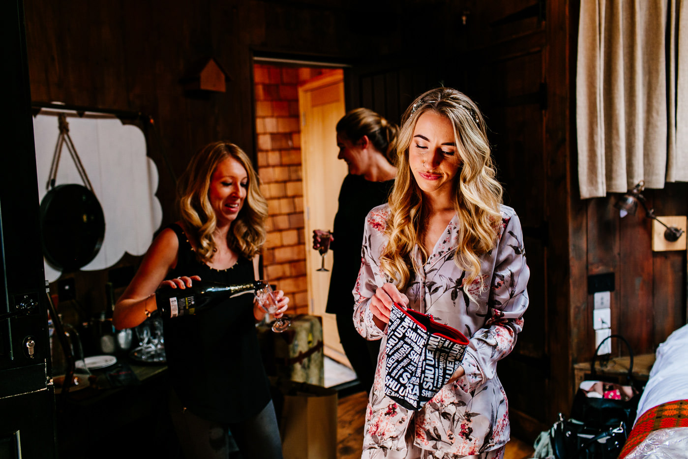 The-bell-in-Ticehurst-pub-kent-wedding-photographer-London-Epic-Love-Story-022