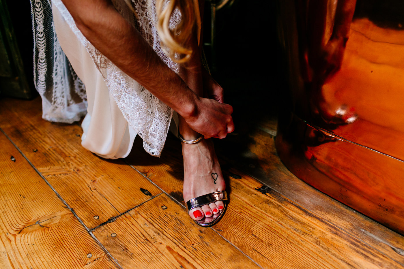 The-bell-in-Ticehurst-pub-kent-wedding-photographer-London-Epic-Love-Story-036