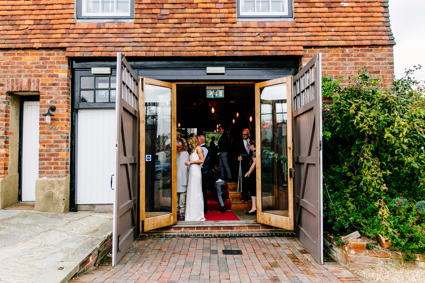 The-bell-in-Ticehurst-pub-kent-wedding-photographer-London-Epic-Love-Story-067
